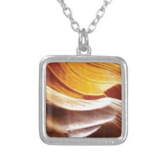 Collier roches bronzages du soleil d'orange