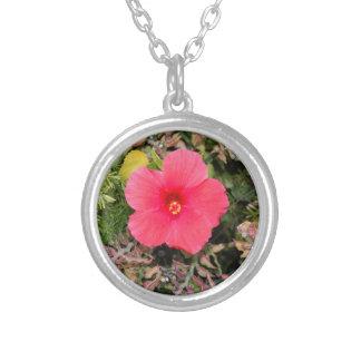 Collier rose de fleur de ketmie