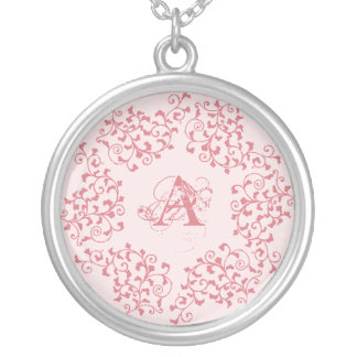Collier rose d'initiale de guirlande
