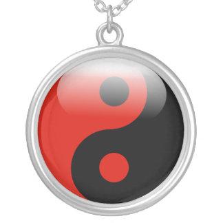 Collier rouge de Yin Yang
