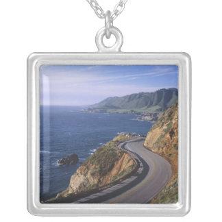 Collier Route 1 le long de la côte de la Californie près