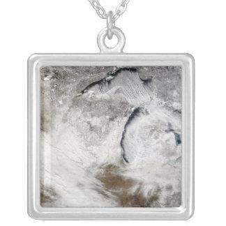 Collier Rues de nuage au-dessus du lac Supérieur et de lac