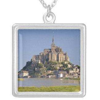 Collier Saint Michel de Le Mont dans la région de