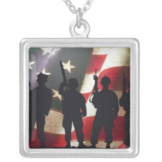 Collier Silhouette militaire patriotique de soldat
