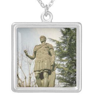 Collier Statue de Jules César