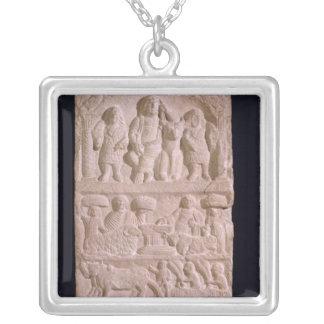 Collier Stela votif consacré à Sature