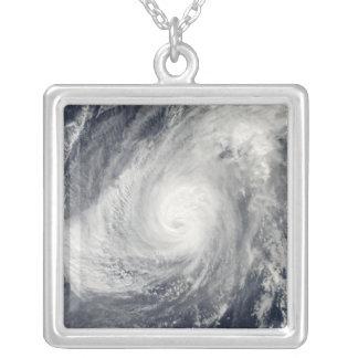 Collier Sud-sud-ouest de Nida d'ouragan d'Iwo Jima