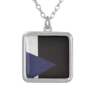 Collier Suprematism avec la triangle bleue et le carré