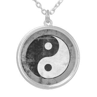 Collier Symbole affligé de Yin Yang