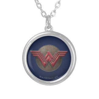 Collier Symbole de femme de merveille au-dessus des