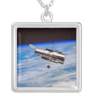 Collier Télescope spatial de Hubble