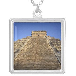 Collier Temple de Kukulcan ou château de Castillo) dans 2
