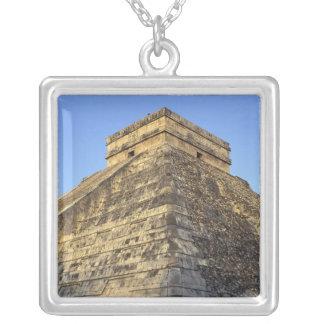 Collier Temple de Kukulcan ou château de Castillo) dedans