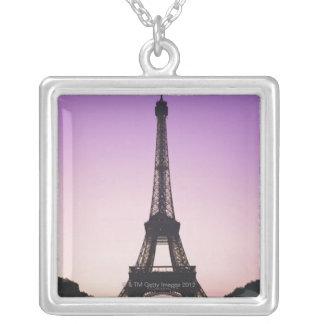 Collier Tour Eiffel au coucher du soleil