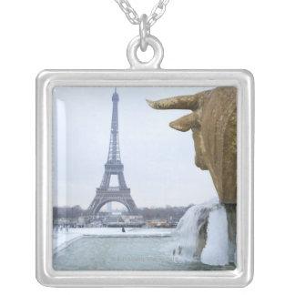 Collier Tour Eiffel en hiver 2