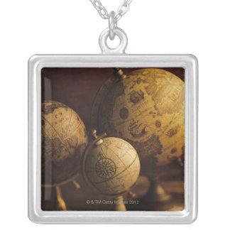 Collier Trois globes antiques