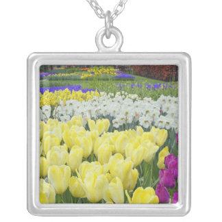 Collier Tulipes, jonquilles, et fleurs de jacinthe de