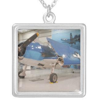 Collier Un avion de combat de la deuxième guerre mondiale