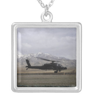Collier Un décollage d'AH-64A Apache