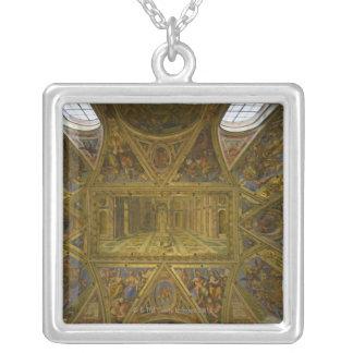 Collier Un plafond frecoed par Raphael dans le Hall de