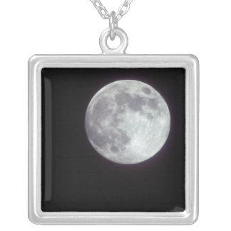 Collier Une pleine lune lumineuse dans un ciel de nuit