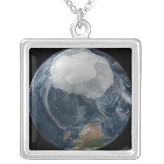 Collier Une vue de la terre 2