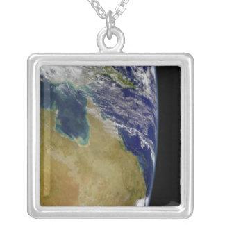 Collier Une vue partielle de la terre montrant l'Australie