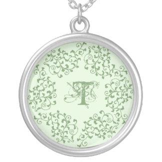 Collier vert d'initiale de guirlande