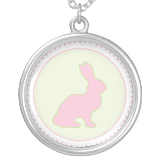 Collier vert et rose de lapin