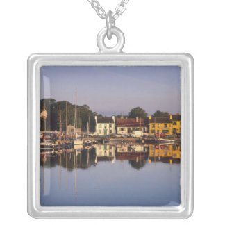 Collier Ville et port, Kinvarra, comté Galway,