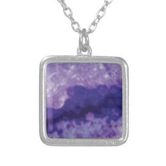 Collier violette de crevasse de fente