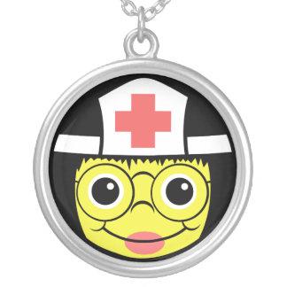 Collier Visage d'infirmière