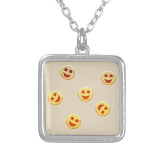 Collier visages heureux de biscuits