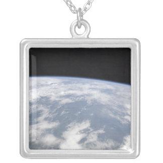 Collier Vue de la terre de planète de l'espace