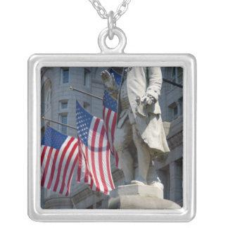 Collier Washington, C.C, statue de Benjamin Franklin