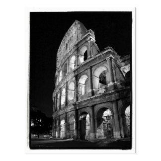 Colosseum à la carte postale de nuit