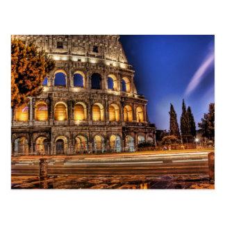 Colosseum de Rome sous la carte postale de ciel
