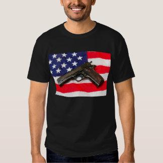 Colt 1911 sur le drapeau des USA T-shirt