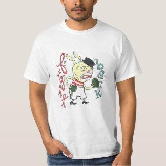 """""""Combattez de retour"""" la pièce en t des hommes de T-shirt"""