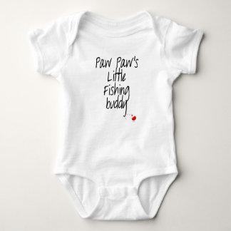 Combinaison de bébé d'ami de la pêche de la patte body