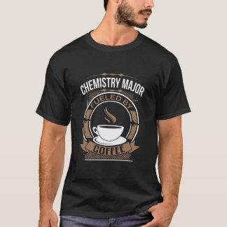 Commandant de chimie rempli de combustible par le t-shirt