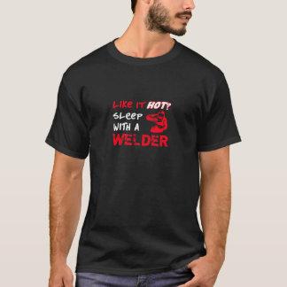 Comme lui chaud ? Sommeil avec une soudeuse T-shirt