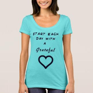 """""""Commencez chaque jour avec la chemise d'un coeur T-shirt"""
