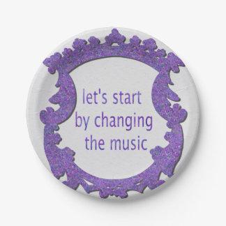 commençons par changer la musique assiettes en papier