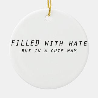 complété avec haine mais une manière mignonne ornement rond en céramique
