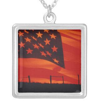 Composé de Digitals du drapeau américain Collier
