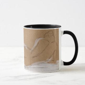 Composition nue femelle se situant dans le lit mug