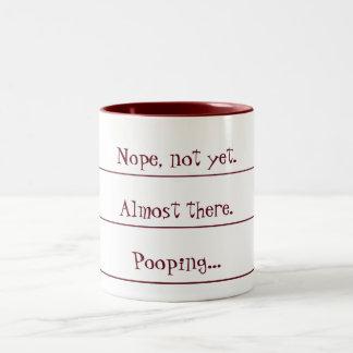 Compte à rebours de café dans la tasse de Pooping