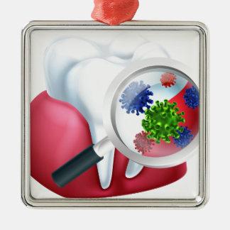 Concept de bactéries de gomme de dent de loupe ornement carré argenté