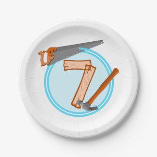 conception an d'anniversaire de 7 de garçon outils assiettes en papier